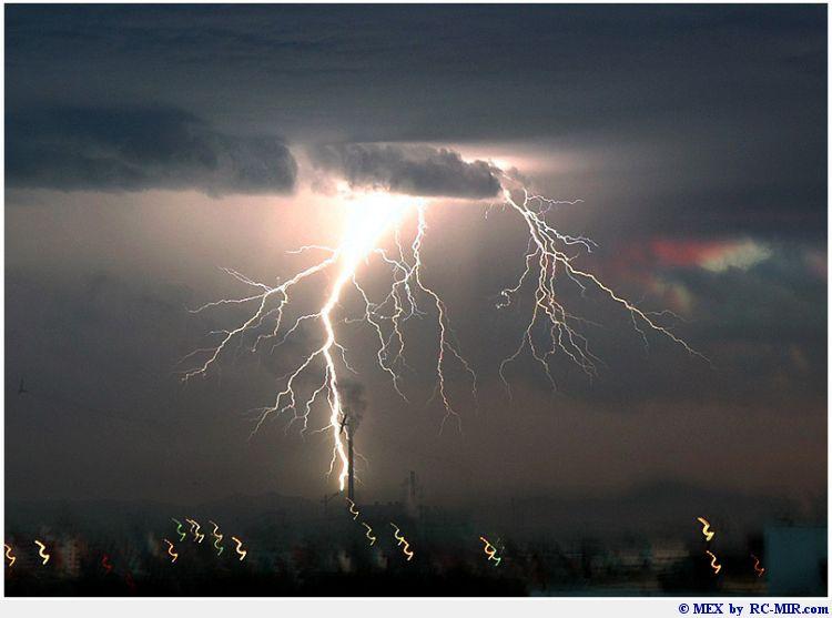 http://animalworld.com.ua/images/2009/April_09/Foto/Lightnings/lightnings_15.jpg