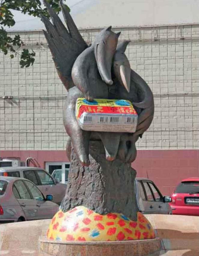 Памятник сырку Дружба на заводе Карат.