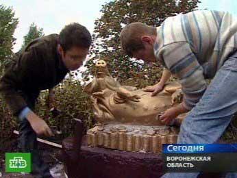 В Воронежской области открыли памятник королеве местного животноводства — свиноматке.