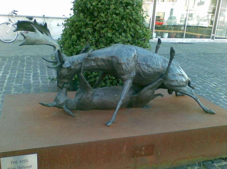 Памятник бельгийским лосям, занимающимся сексом