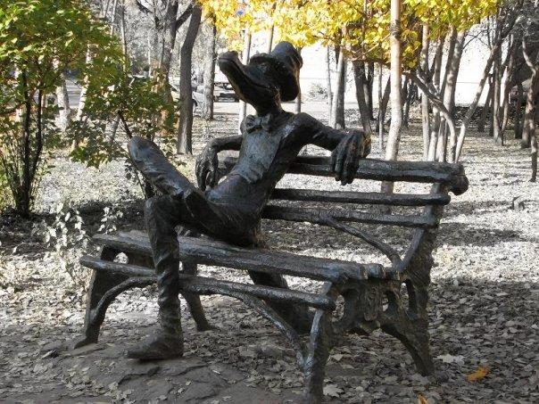 Памятник крокодилу Гене