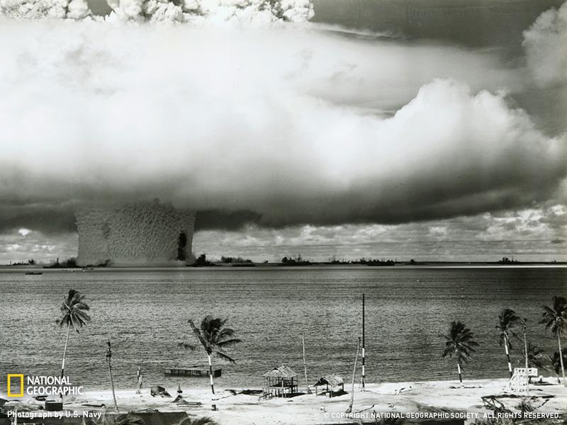 Испытания ядерной бомбы на атолле Бикини