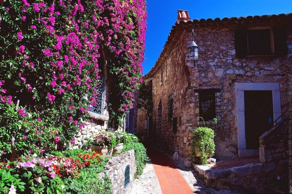 Живописная средневековая деревня Эз стала настоящей жемчужиной французского Лазурного побережья.