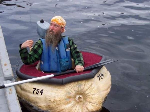чуваки на лодке