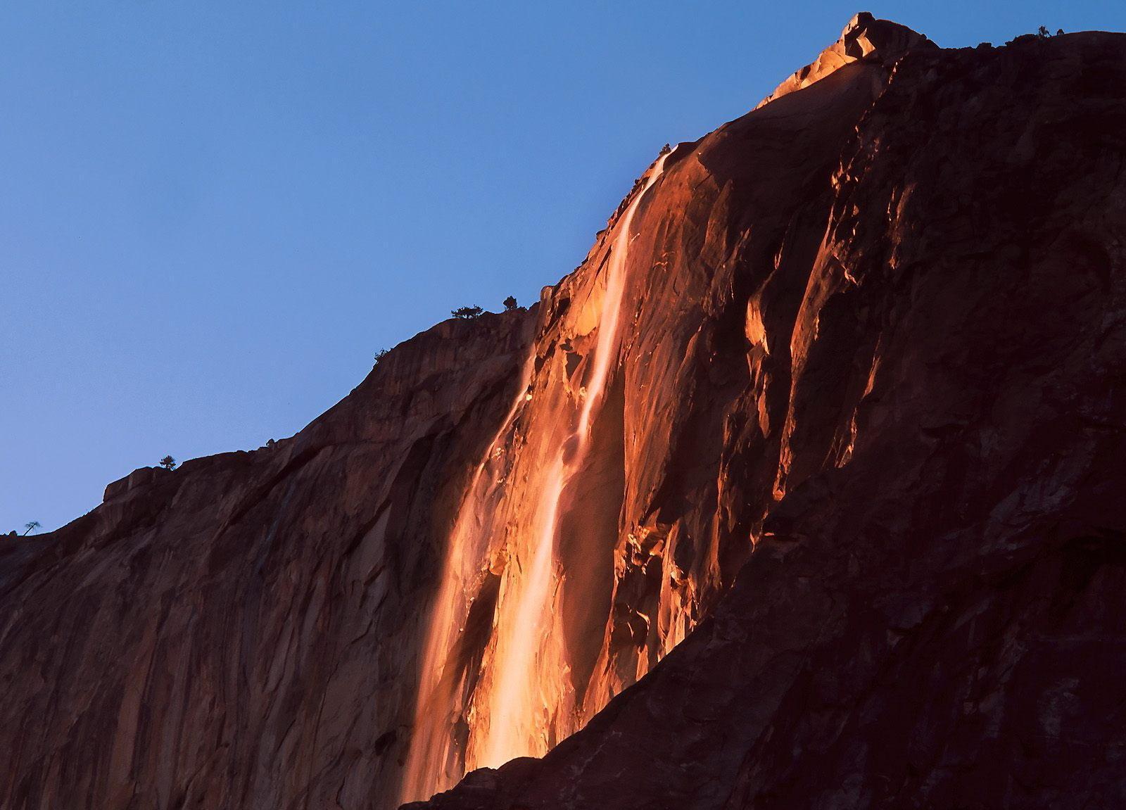 Водопад Horsetail Fall (Лошадиный Хвост).