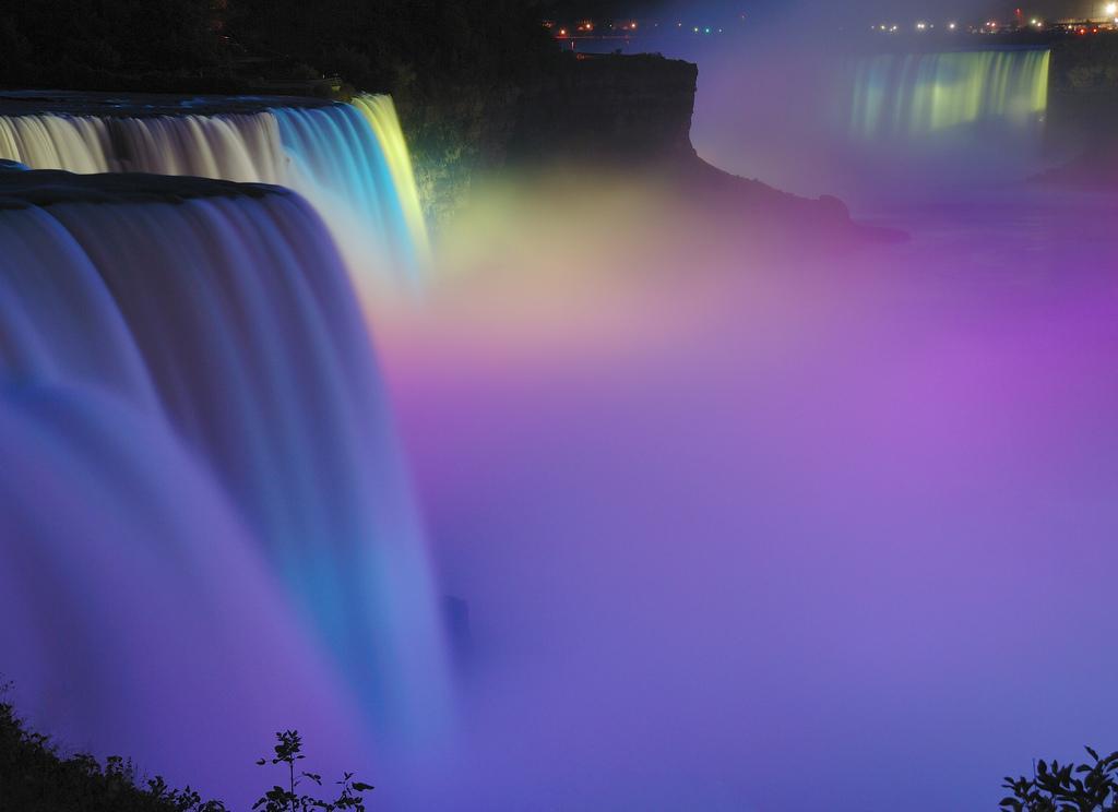 Ночной ниагарский водопад