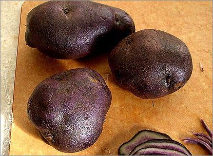 Синий и лиловый картофель.