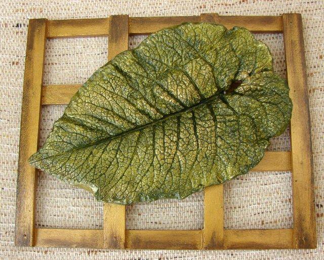 Декоративные листья из гипса.