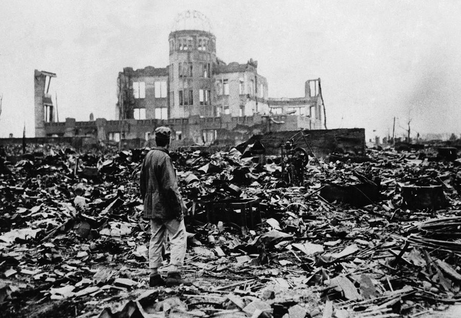 the devastation in the city of hiroshima after the atomic bombing in 1945