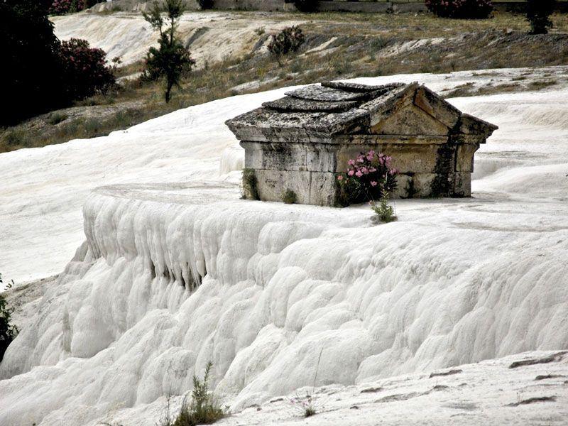 Памуккале (тур. Pamukkale) — термальные источники в Турции