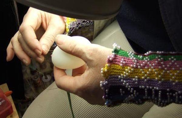 Вышивка шёлком по яичной скорлупе