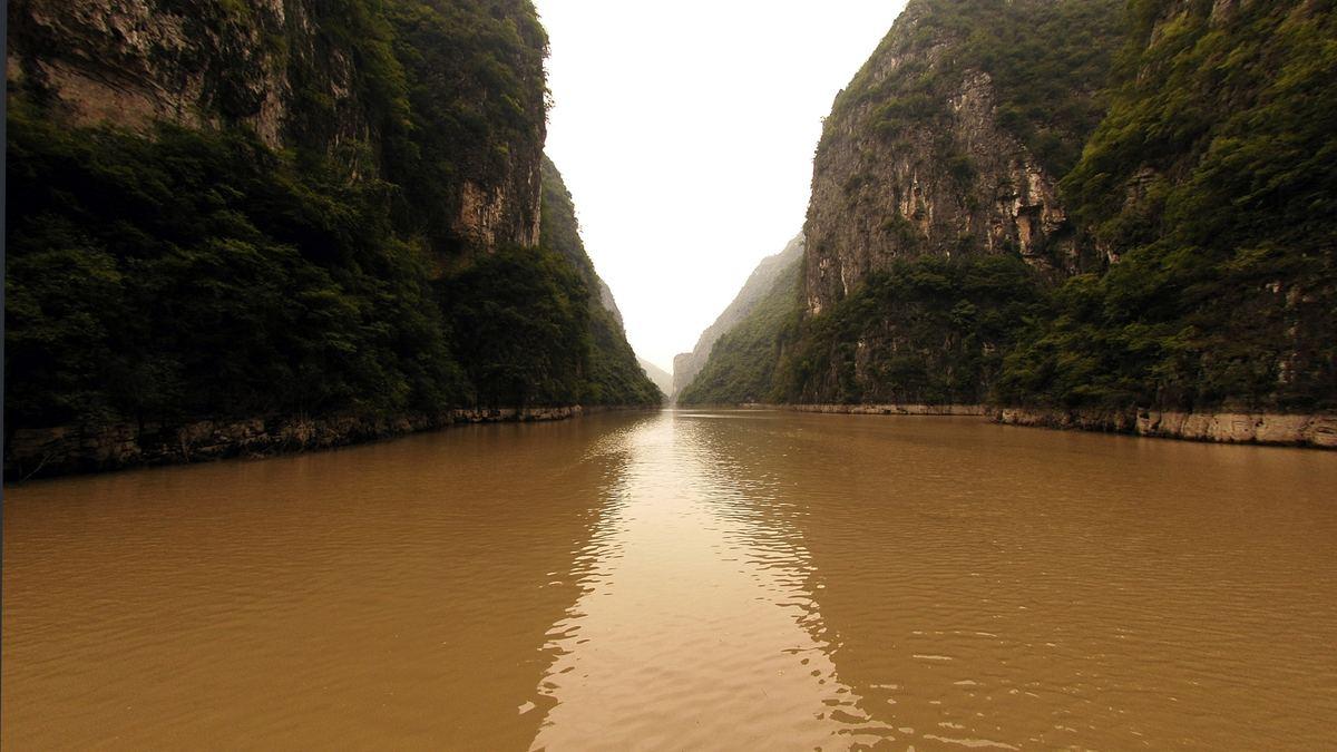 Коричневая река обои для рабочего стола.