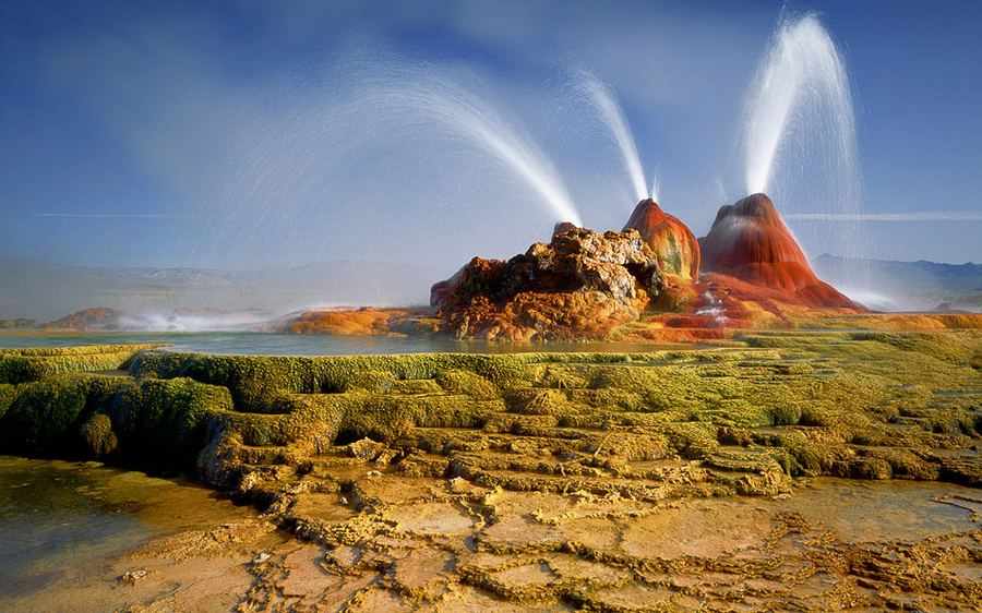 Гейзер Флай (Fly) в ''Черной пустыне'' штата Невада