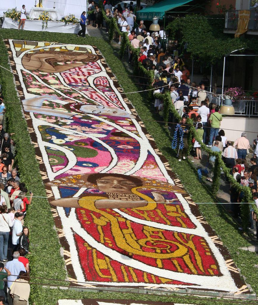 Фестиваль цветов инфиората в гензано