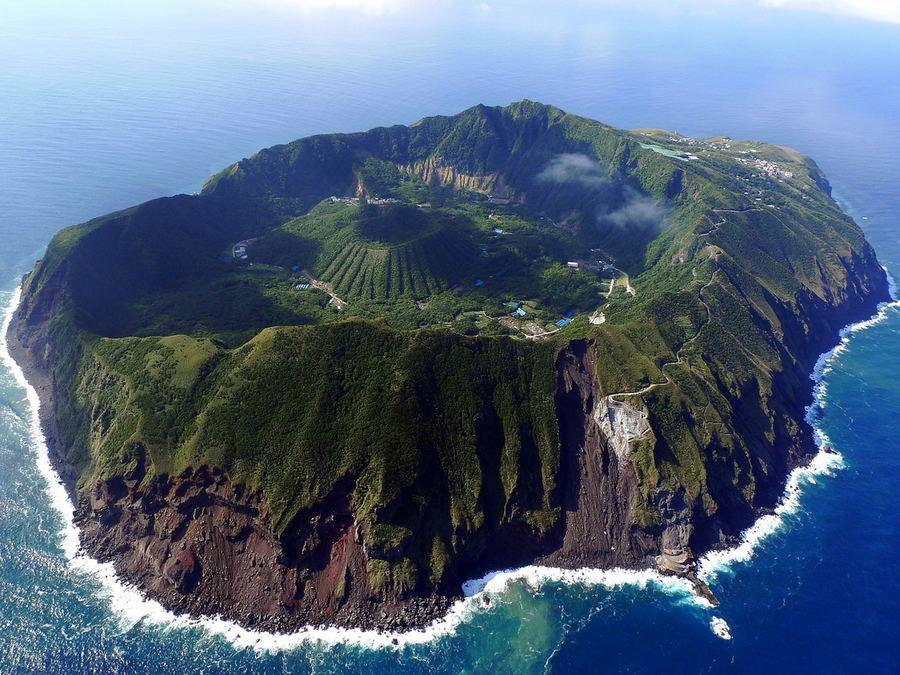 Вулканический остров Aogashima, Япония