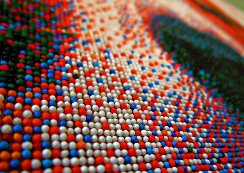 Портрет бигля из 221 тысячи сахарных шариков Joel_Brochu_pixelated_beagle_1