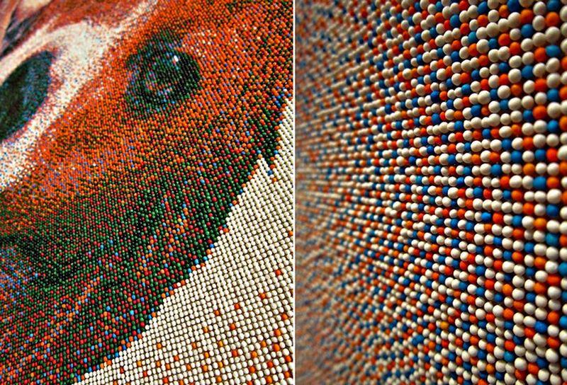 Портрет бигля из 221 тысячи сахарных шариков Joel_Brochu_pixelated_beagle_4