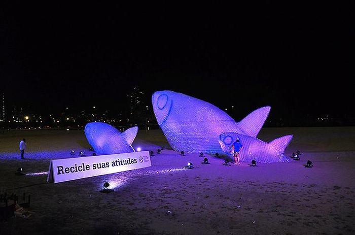 Необычный арт-проект расположен на пляже в Рио-де-Жанейро