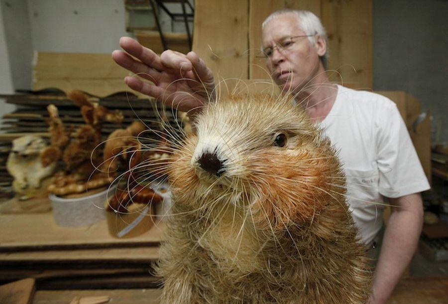 Реалистичные скульптуры диких животных из сибирского кедраа