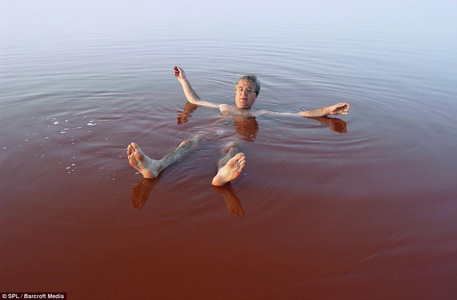Необычное озеро Ретба в Сенегале