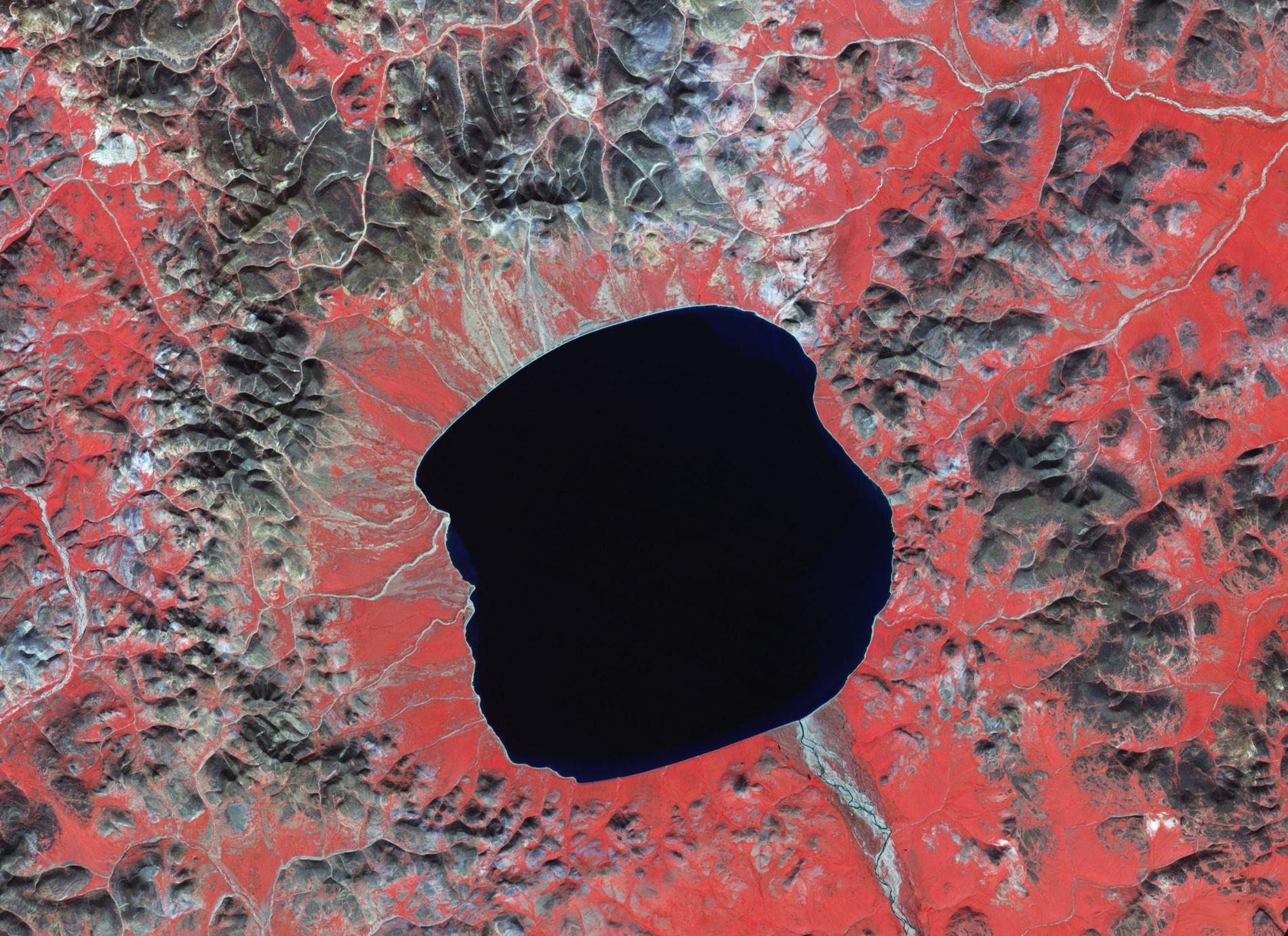 Эльгыгытгын - кратерное озеро на Чукотке
