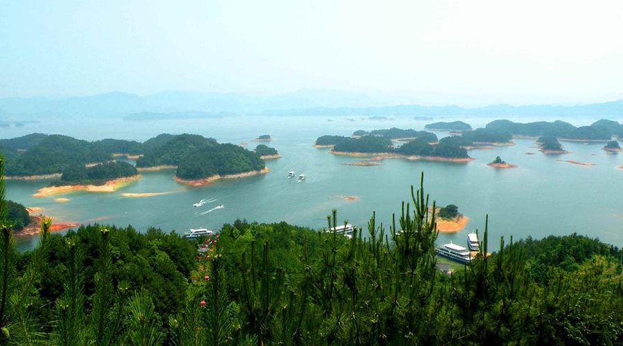 Озеро Цяньдаоху в китайской провинции Чжэцзян