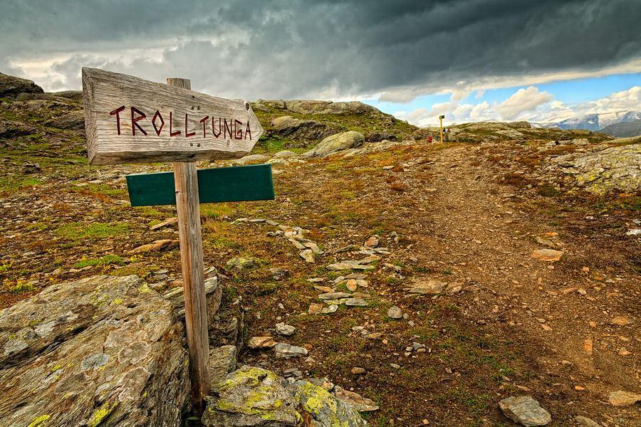 Горный выступ 'язык тролля' (Trolltunga) в Норвегии