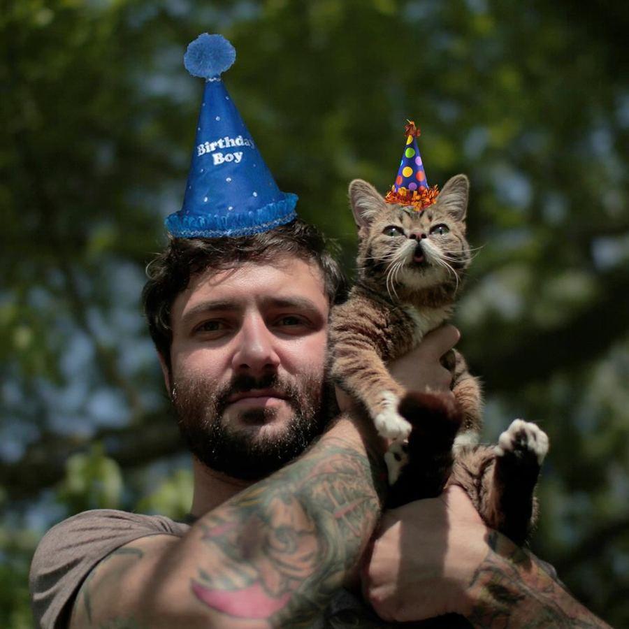 Кошка Малышка с короткими лапками и глазами навыкате стала интернет-хитом
