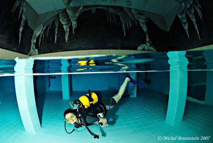 Немо 33 (Nemo 33) - самый глубокий в мире плавательный бассейн