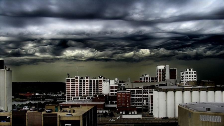Метеорологический феномен — облака Undulatus asperatus