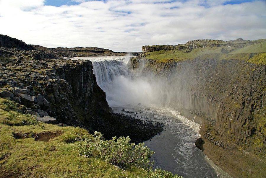 Деттифосс - бурлящий водопад