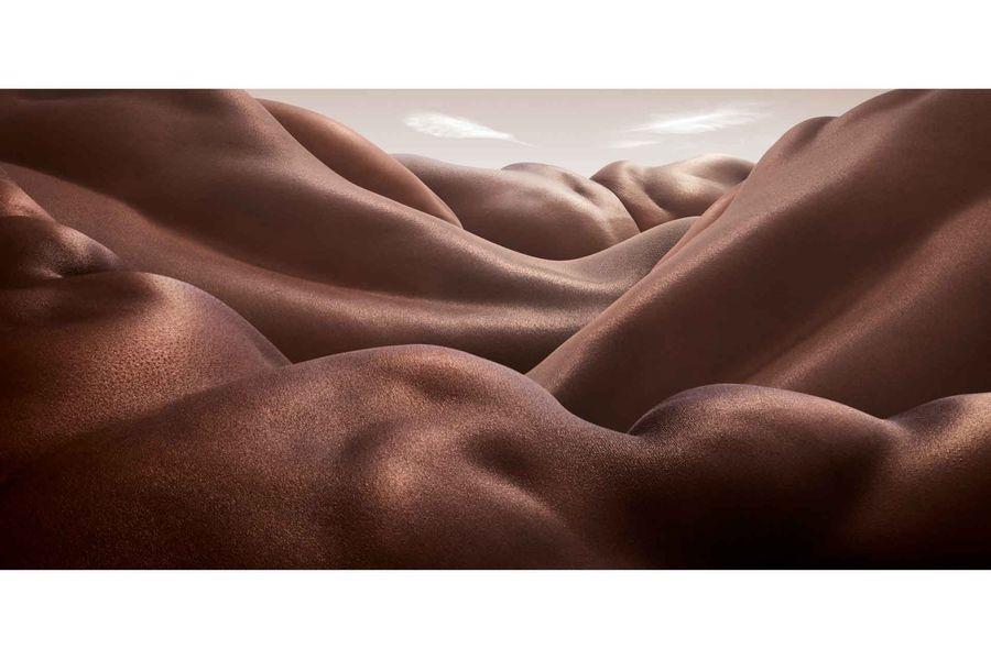 Креативный художник создает необычные пейзажи из человеческих тел