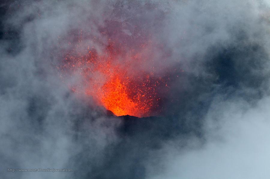 Пролетая над извержением вулкана Плоский Толбачик