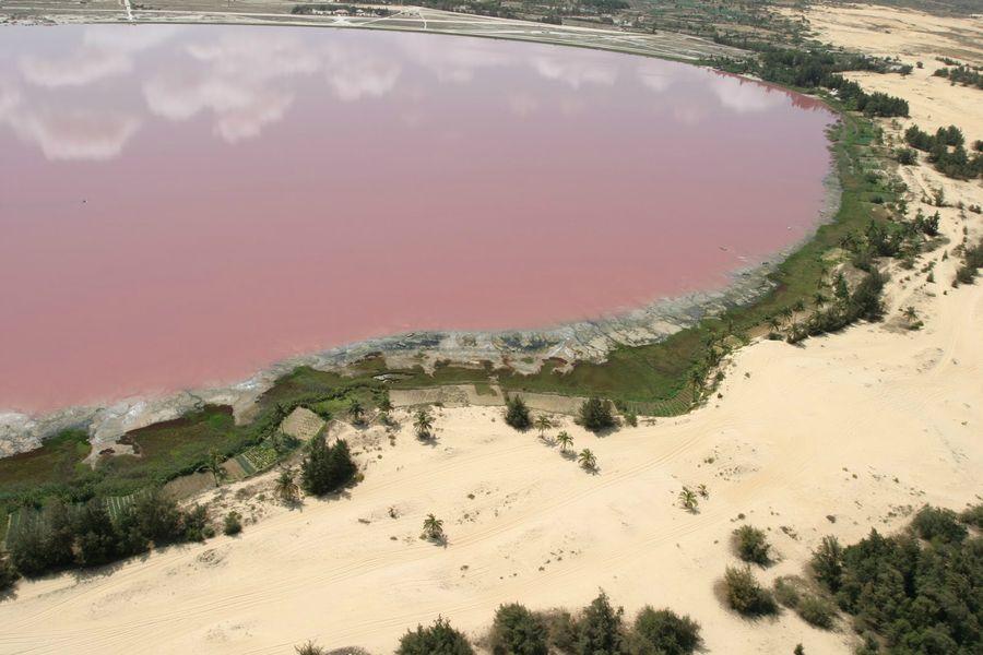 Озеро Хиллер с необычным цветом воды