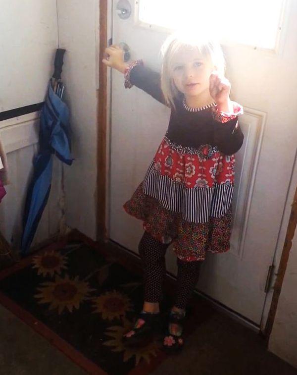 Пятилетняя девочка приютила теленка