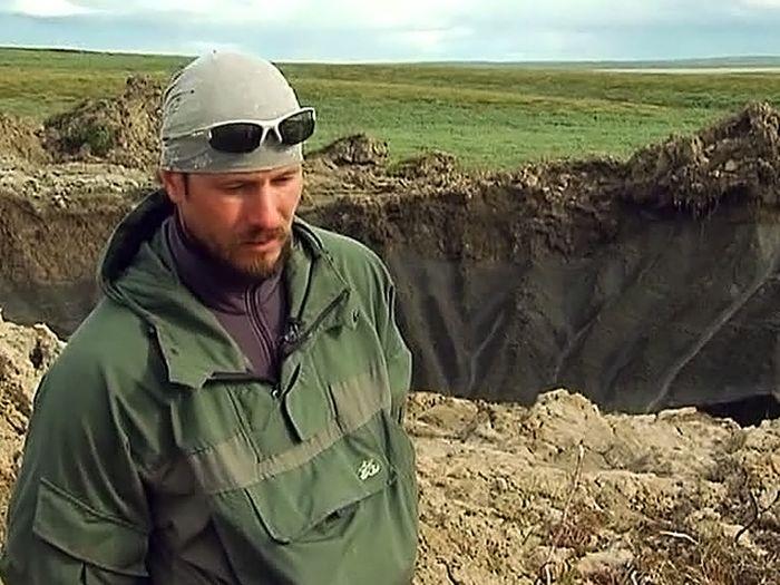 Вертолетчики обнаружили на Ямале гигантскую воронку