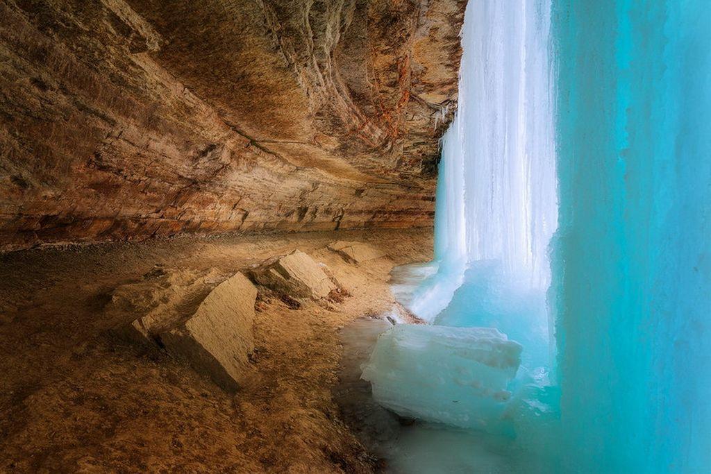 Застывшая сказка ледяных струй