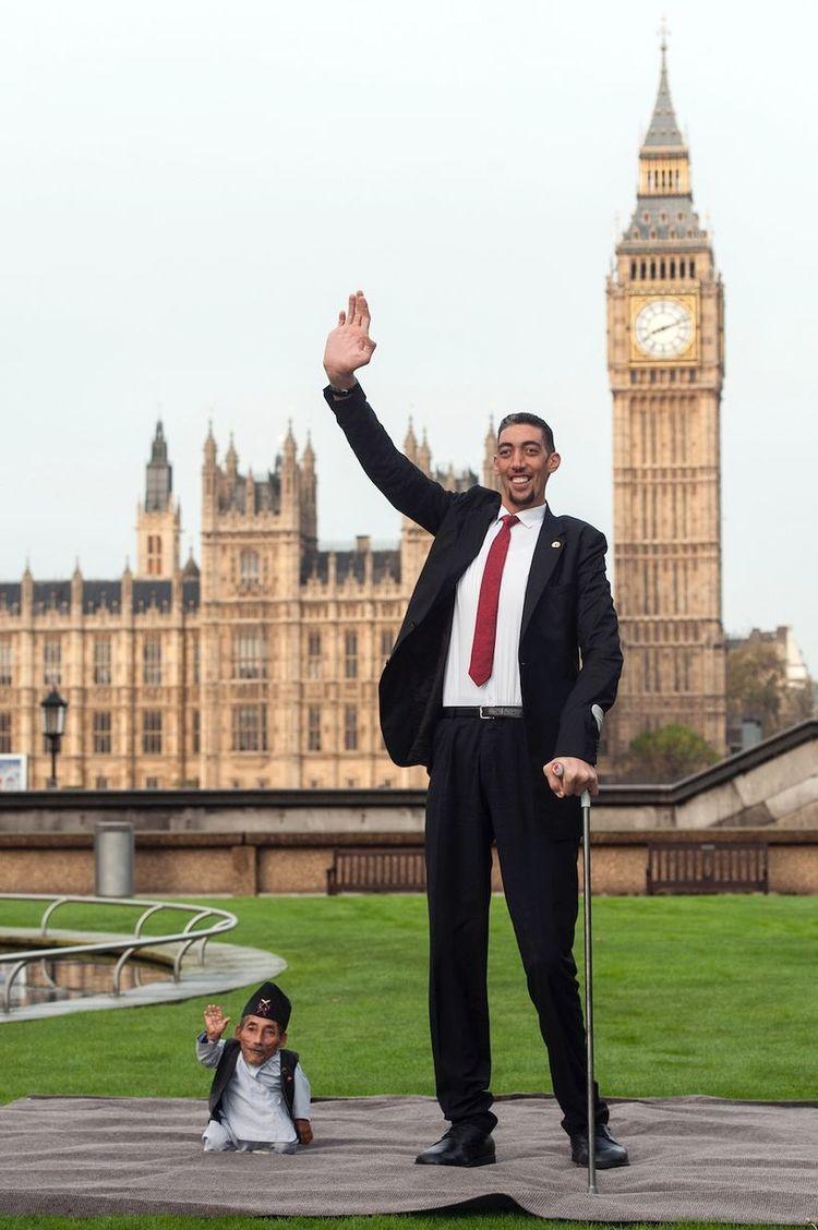 Самый высокий человек в мире впервые встретился со своим антиподом