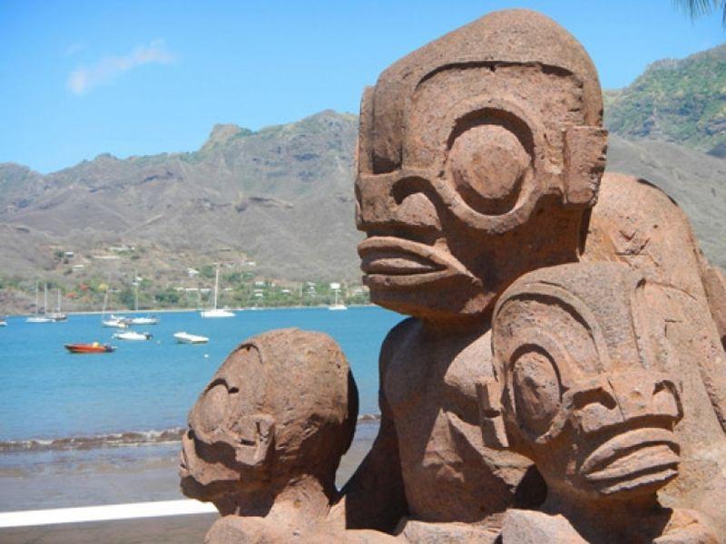 Диковинные статуи острова Нуку-Хива