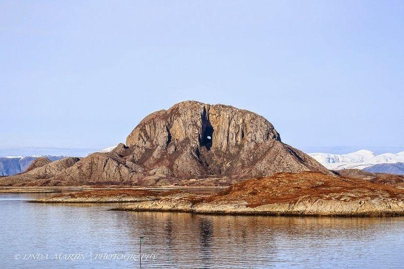 Torghatten - необычная гора с отверстием