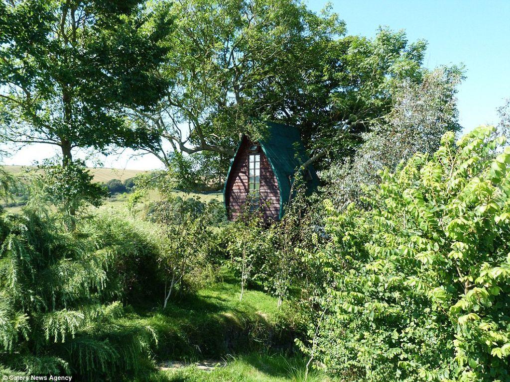 Британец превратил сказочный домик на дереве для детей в уютный отель