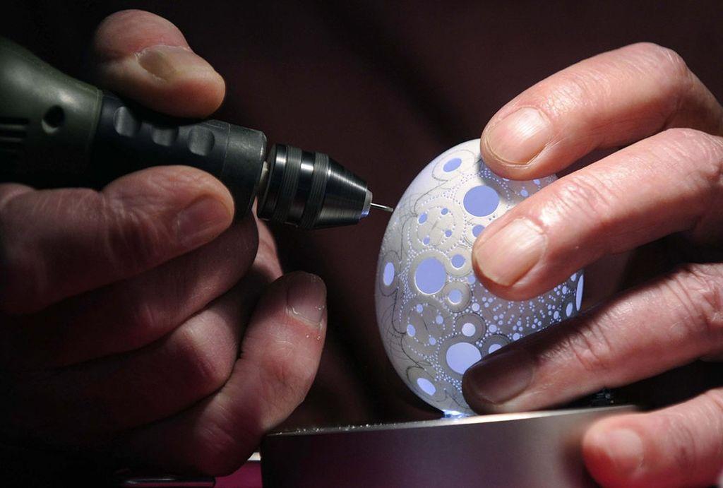 Искусство резьбы пасхальных яиц