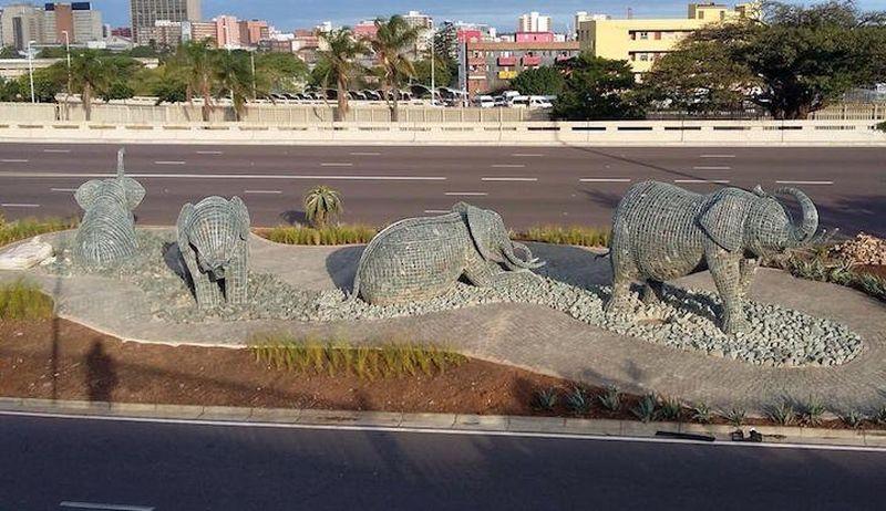 Каменные слоны Андриса Бота (Andries Botha)