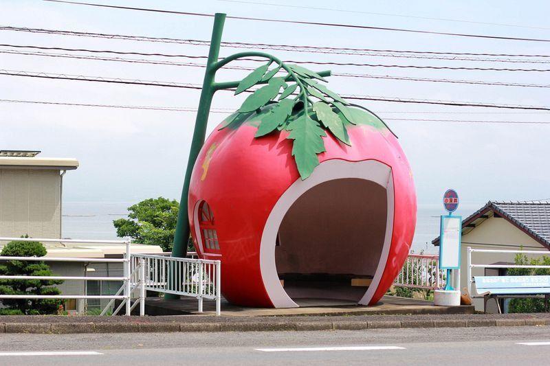 Креативные автобусные остановки-фрукты в Японии