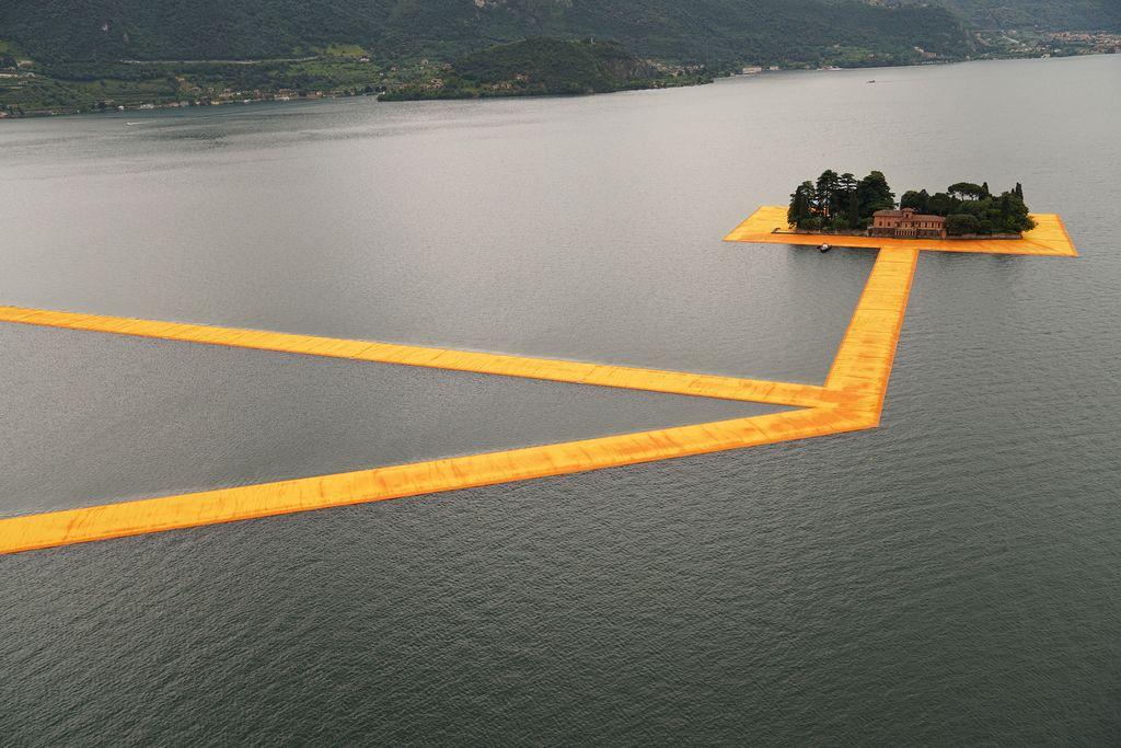 На итальянском озере Изео построили плавучую тропу